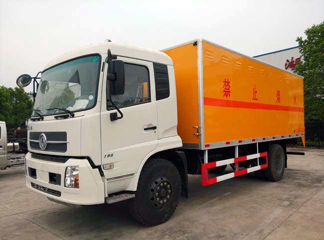 东风天锦爆破器材运输车(9.9吨)