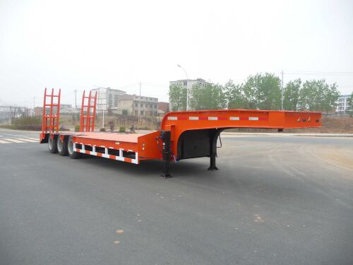 13米低平板半挂运输车