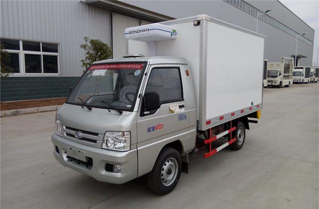 福田驭菱冷藏车右前视图