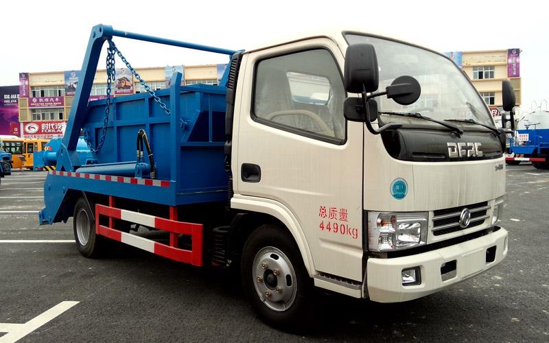 东风小多利卡摆臂式垃圾车(5方)