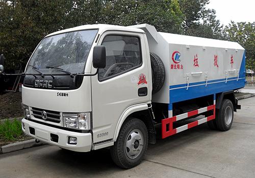 东风小多利卡密封式垃圾车(5方)