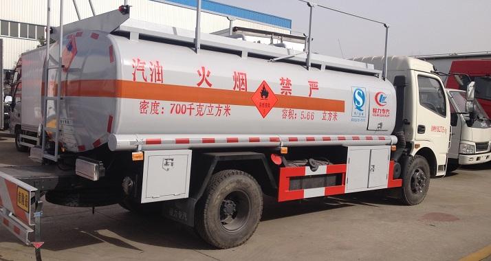 东风8吨<a href=http://www.dfxqc.com/ygc/ target=_blank class=infotextkey>油罐车</a>
