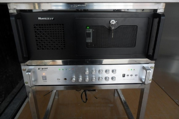 LED广告车车载电脑主机和功放