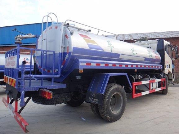 解放J6 12吨洒水车