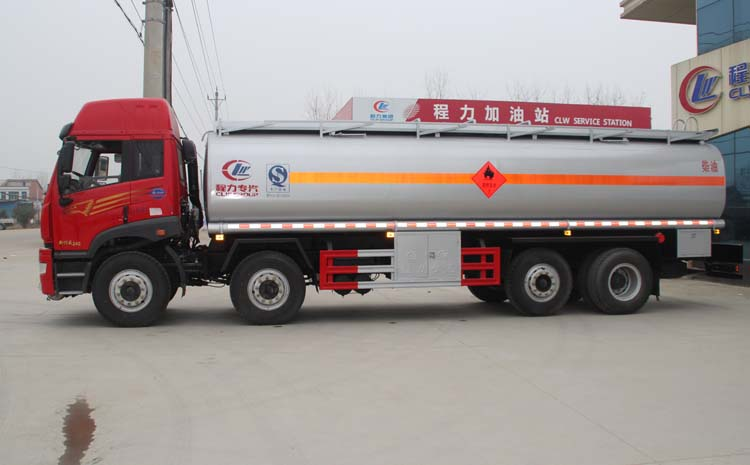 解放前四后六油罐车左正侧图片