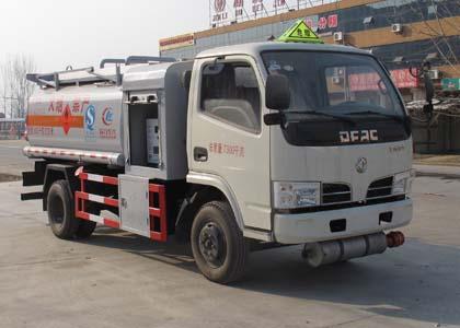 东风劲卡4吨加油车