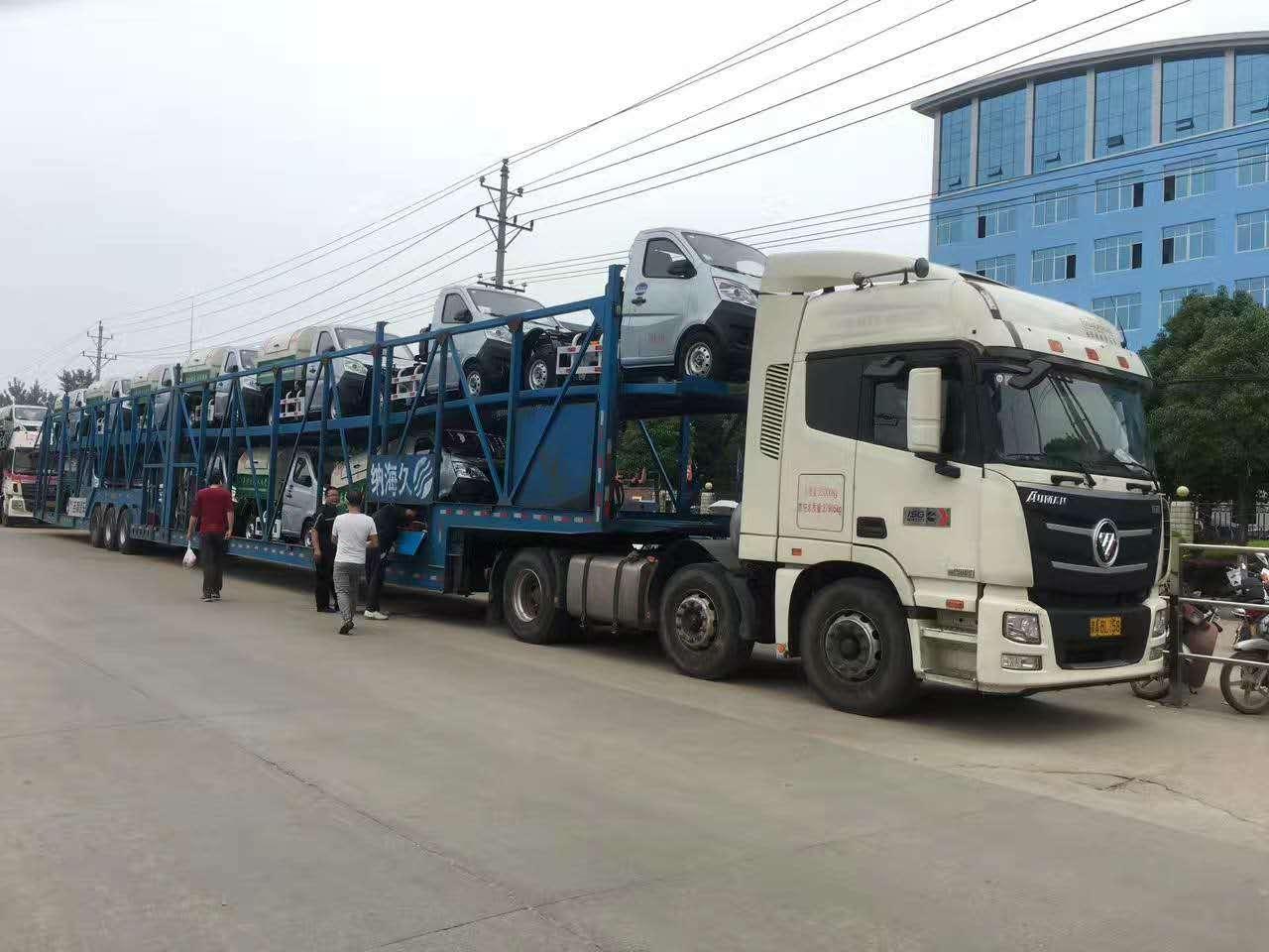 20台长安勾臂式垃圾车和200个垃圾箱发往山西