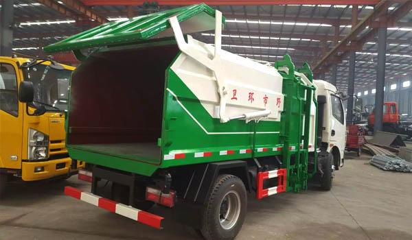 东风多利卡侧装挂桶式压缩垃圾车