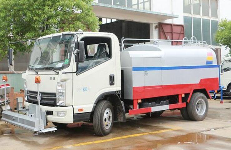 凯马路面清洗车(5吨)