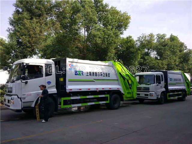 上海博德尔环卫集团在我公司采购2台东风天锦压缩垃圾车
