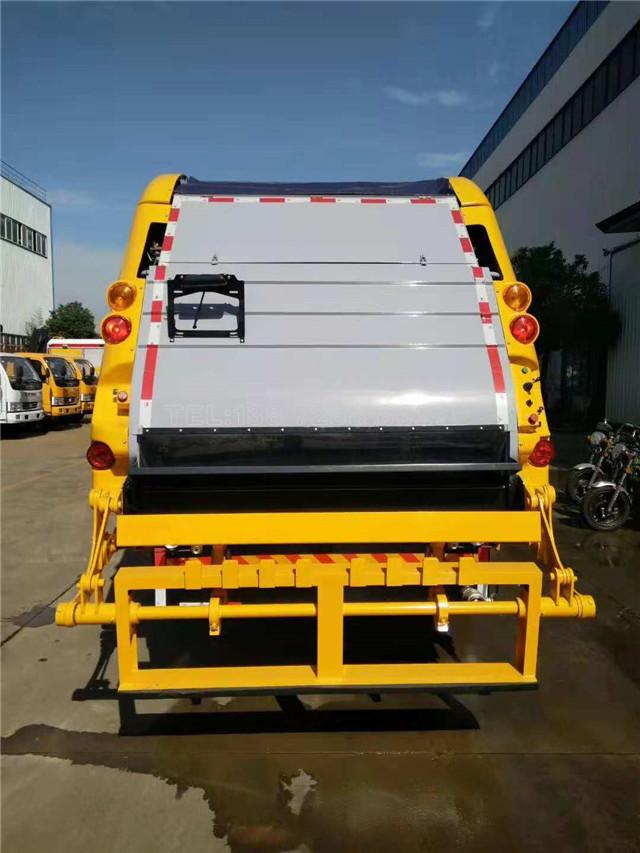 全新设计涂装的东风天锦压缩式垃圾车