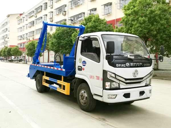 东风小多利卡国六摆臂式垃圾车