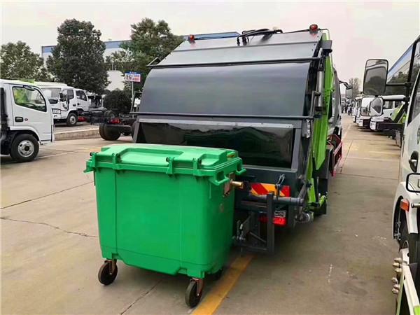 可挂载660升塑料垃圾桶